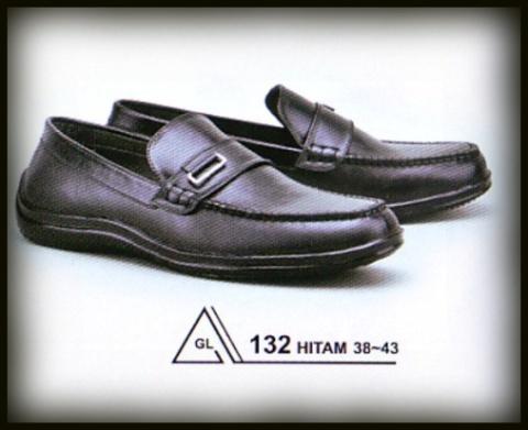 A132 HITAM